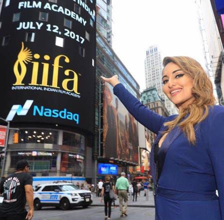 Sonakshi Sinha at Times Square for IIFA 2017 (1)
