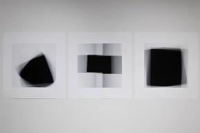 « Fading Icons (d'après «Carré noir sur fond blanc» de 1913, «Croix noire » et «Carré noir sur fond blanc » de 1923, de Kasimir Malévitch) », 2012, photographie (impression au jet d'encre sur papier chiffon), 3 éléments de 86,5 x 86,5 cm