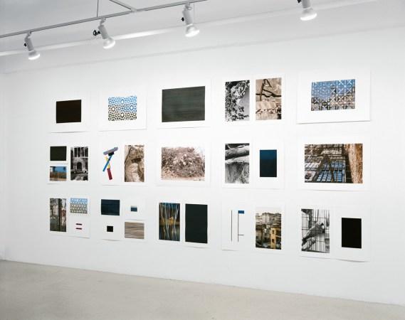 Extraits de la série «Les agglomérations », photographie (impressions au jet d'encre), acrylique sur papier, collage et assemblage (cartes postales découpées), 15 éléments de 56 x 76 cm, Galerie B-312, Montréal, 2006