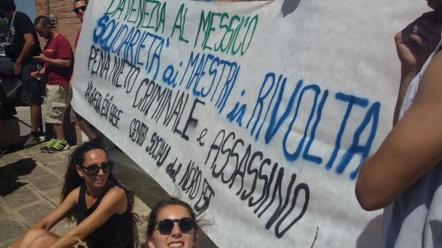 Hoy apoyando a los maestros mexicanos en su lucha! %0ABravi ragazzi! !!