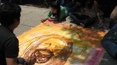 mumia pintando
