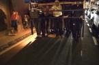 Costaleros durante el ensayo nocturno.