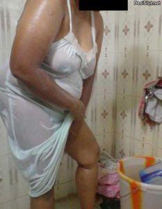 Moti Indian Aunty Nighty mai Nangi Hui