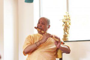 Pandit_Chaurasia_flute