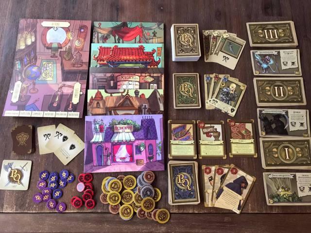 Des plateaux joueur, des jetons et plein de cartes !