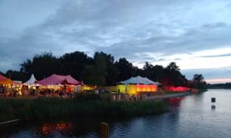 het festival was gesitueerd rondom een meertje