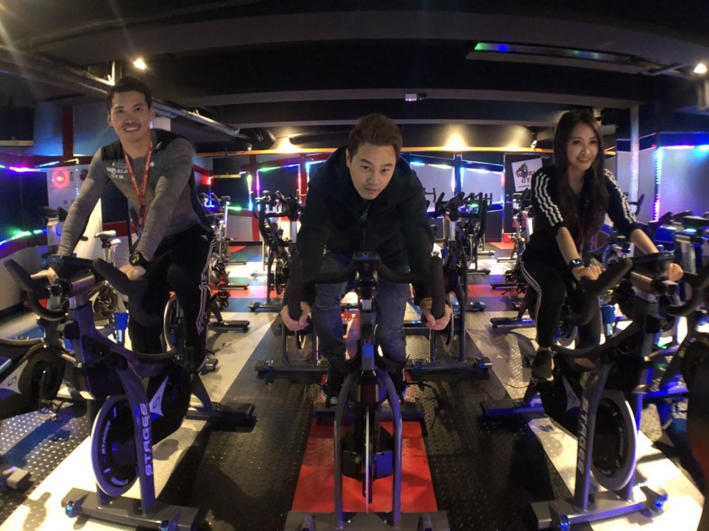 World Gym臺北光復店開始運動 藝人綠茶來了! 體驗全臺獨家「互動式飛輪」 – 第一手報導