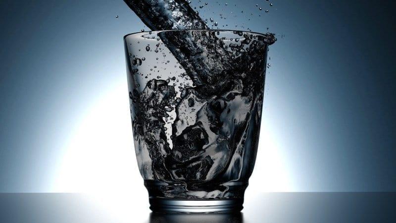 Modificaron la pirámide nutricional y cambió la ingesta de agua recomendada por día