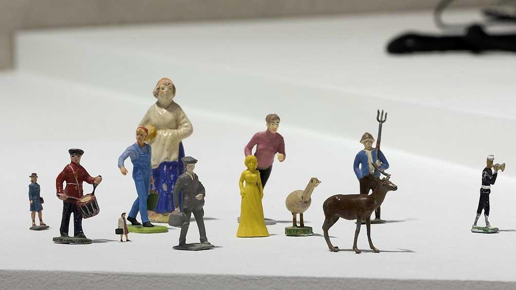 1549123490 780 Liliana Porter y sus pequeñas figuras ofrecen una reflexión sobre la memoria Télam - Liliana Porter y sus pequeñas figuras ofrecen una reflexión sobre la memoria - Télam