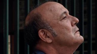 """Manuel Vicente, en la piel de un huraño y delirante sereno de garage en """"Hora, día, mes"""" - Télam 3"""