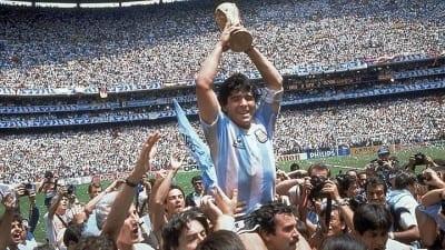 5cbef8f53b507 400x225 - El intacto magnetismo de un Maradona de película llegó a Cannes - Télam