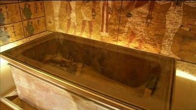 56ff0d4c2e9cf 400x225 - Egipto se moviliza para evitar que la londinense Christie's remate un busto de Tutankamón - Télam