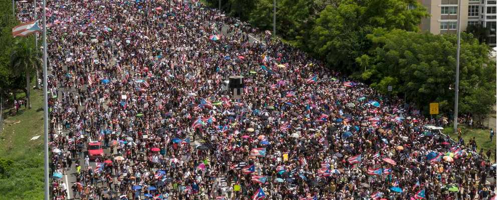 PUERTO RICO más de un millón de personas Exigiendo la renuncia inmediata del gobernador Rosselló