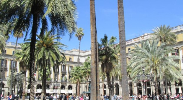plaça reial Party hostel divertido barcelona