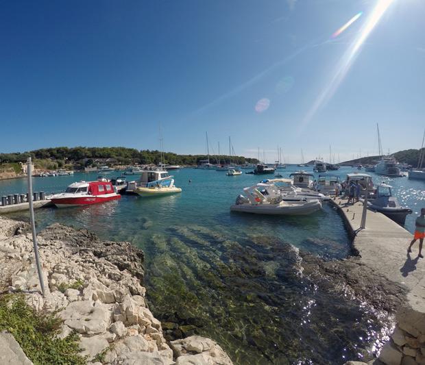 passeio de lancha em Hvar, Croácia, com a empresa Hvar Tours.