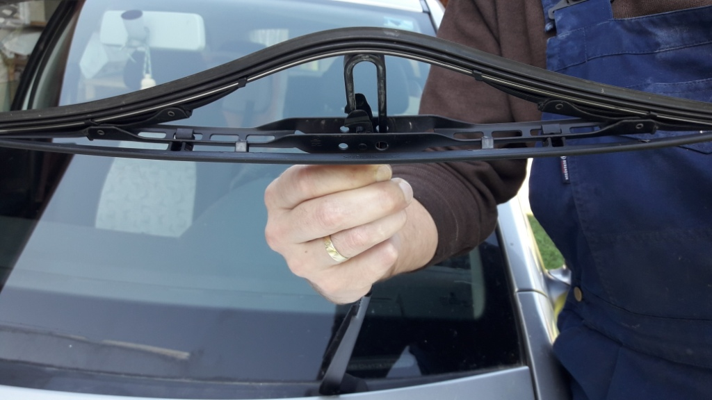 pushing-wiper-in-to-position