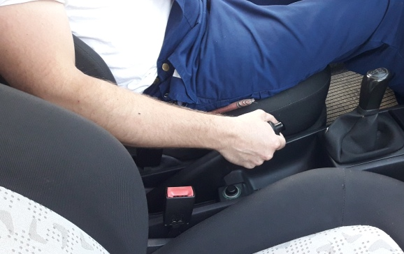 car-safety-pull-handbrake-when-car-is-jacked-up