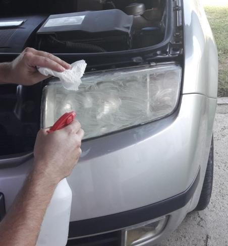 how-to-polish-car-headlights-removing-toothpaste