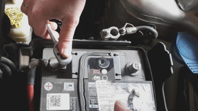 alternator-problems-loose-corroded-car-battery-terminals