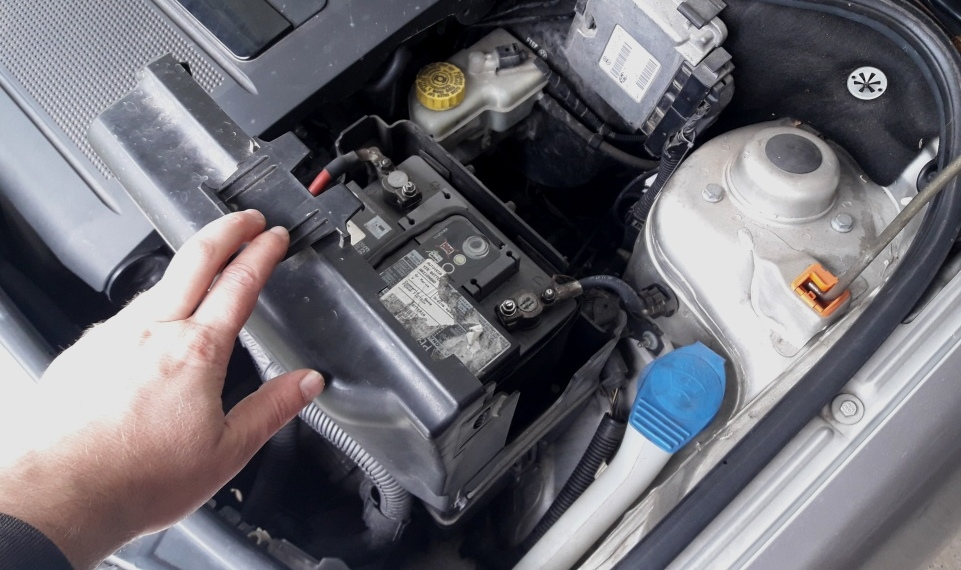 how-to-jump-start-car-remove-plastic-lid