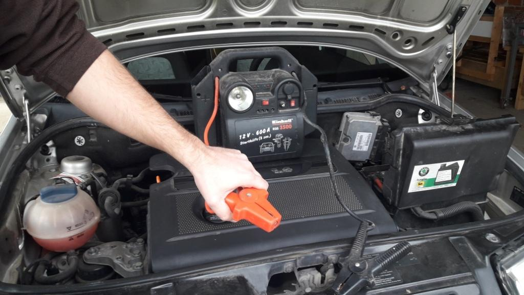 how-to-jump-start-car-with-battery-pack