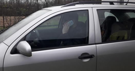 talking-on-smartphone-while-driving