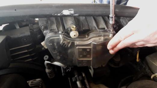 how-to-fix-rear-protective-covering-for-headlamp-using-screw