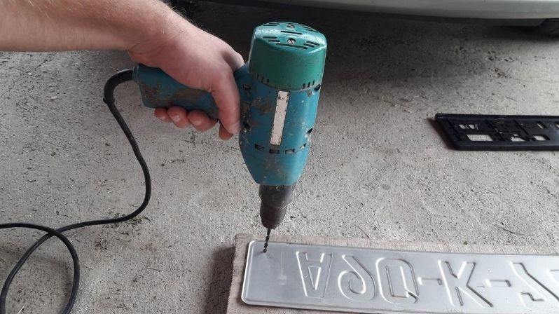 drill-hole-through-plate