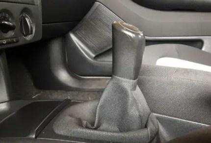 how-ti-o-drive-stick-shift-put-car-in-neutral-gear
