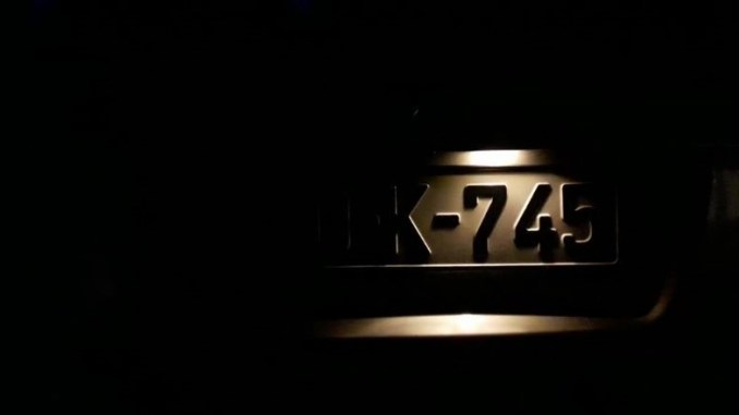 how-to-change-license-plate-light-bulb