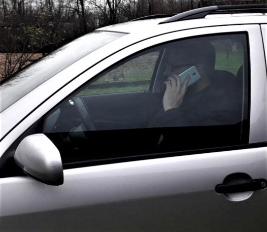 bad-driving-habits-using-cellphone-while-driving