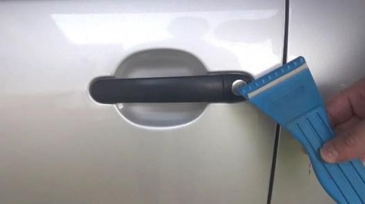 how-to-open-a-frozen-car-door-ice-scraper
