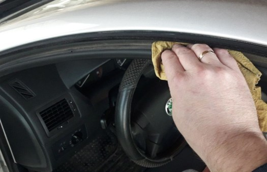 how-to-prevent-car-doors-from-freezing-shut-clean-rubber-seals