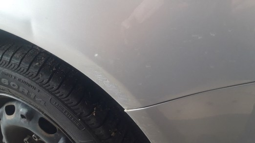 how-to-check-used-car-before-buying-check-for-scratches-dent