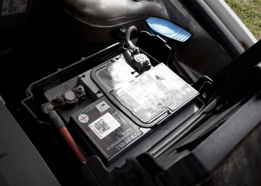 does-revving-the-engine-charge-the-battery