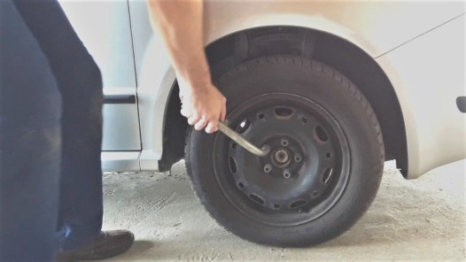 how-to-replace-a-sway-bar-link-remove-the-wheel