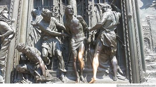 Milan Duomo Christ porte bonheur