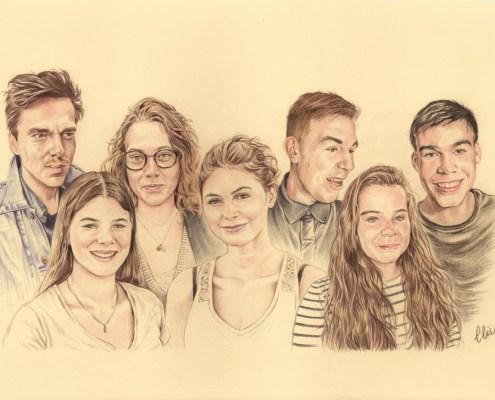 Portrait dessin d'après photo de cousins et cousines en couleur