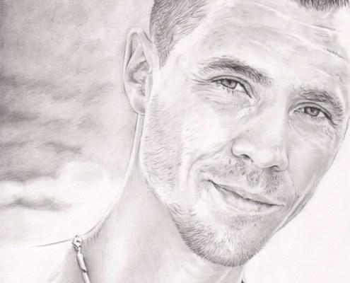 Dessin portrait dessin d'après la photo d'un jeune homme à la plage