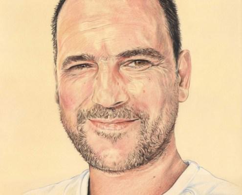 Dessin portrait d'après une photo d'un homme souriant en couleur