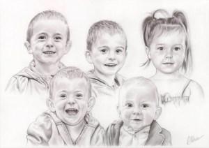 Portrait dessin d'après photo de petits-enfants en noir et blanc