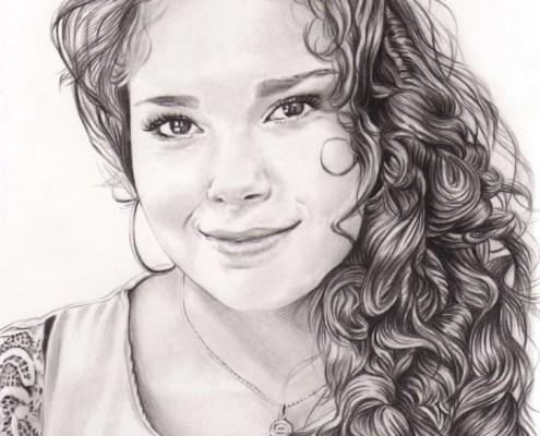 Portrait dessin d'après photo d'une jeune fille aux cheveux bouclés noir et blanc