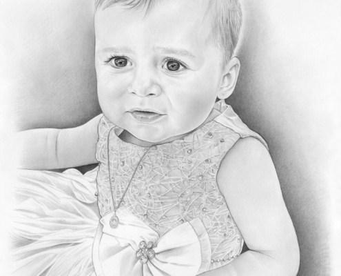 Portrait dessin d'une fillette en robe de baptême