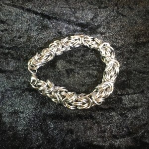 Kinged Byzantine Chainmaille Bracelet by Destai