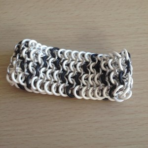 Zigzag Stretchy Chainmaille Bracelet by Destai
