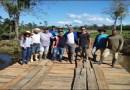 CANAVIEIRAS: Cansados de esperar pela Prefeitura, moradores constroem ponte com recursos próprios