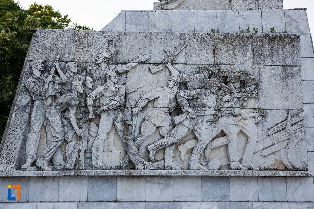 baza-de-la-monumentul-ostasului-necunoscut-din-timisoara-judetul-timis.jpg
