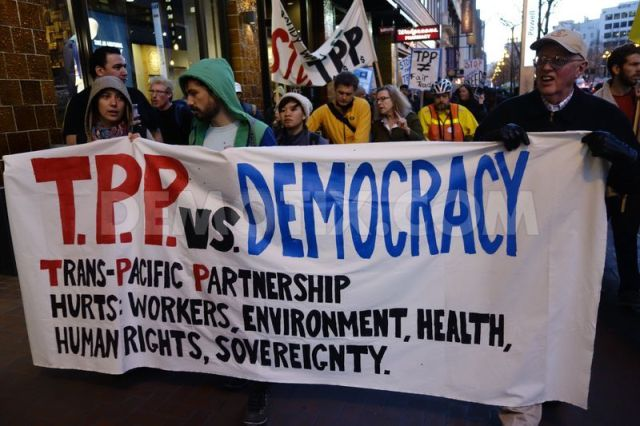 1391241187-protest-against-transpacific-partnership-in-san-francisco_3812647