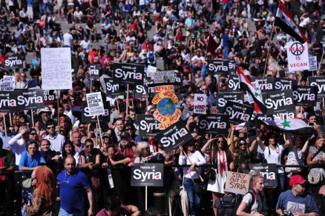 Demonstratie tegen het besluit van de Engelse regering om in Syrie mee te bombarderen.