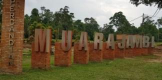 Jalan Jalan di Candi Muaro Jambi